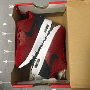 Nike Air Max Tavas sz 6c Gym Red NWB